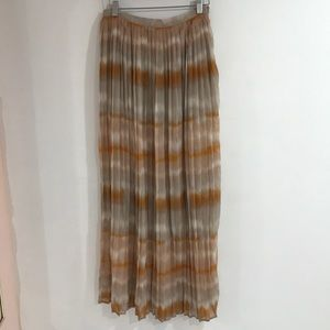 Forever 21 pleated maxi
